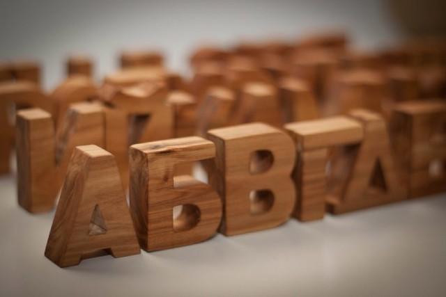 Деревянные буквы, слова и хештеги