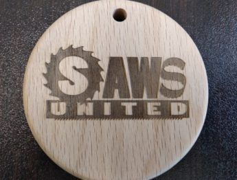 Корпоративная ёлочная игрушка из дерева для компании SAWS