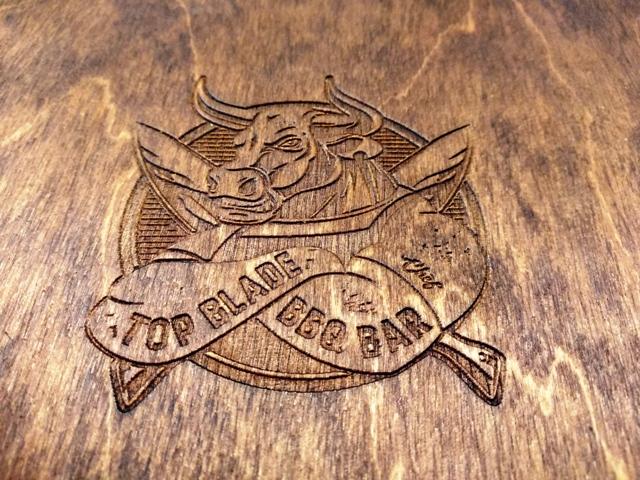 планшет из дерева под меню Top Blade BBQ Bar